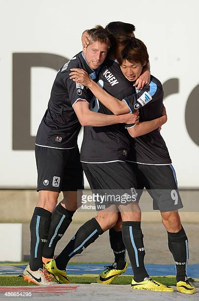 Yuya Osako of Muenchen celebrates with teammates after scoring the opening goal during the Second Bundesliga match between Greuther Fuerth and 1860...