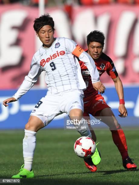 Yuya Yamagishi of Thespa Kusatsu Gunma in action during the J.League J2 match between Roasso Kumamoto and Thespa Kusatsu Gunma at Egao Kenko Stadium...