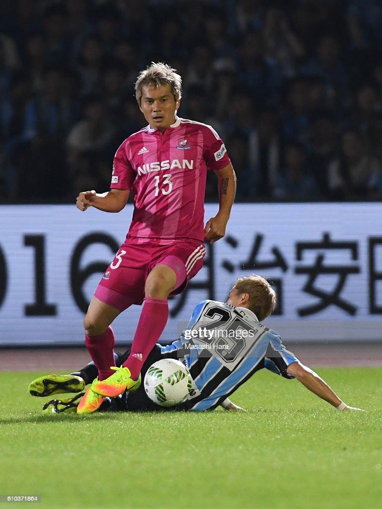 Yuzo Kobayashi #13 of Yokohama F.Marinos in action during the J.League match between Kawasaki Frontale and Yokohama F.Marinos at the Todoroki Stadium on September 25, 2016 in Kawasaki, Japan.
