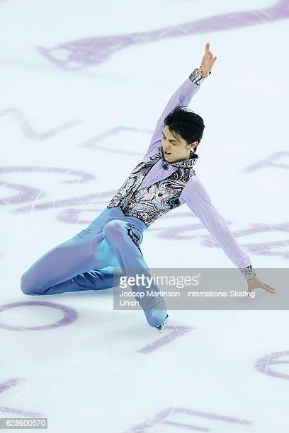 Yuzuru Hanyu of Japan competes during Senior Men's Short Program on day one of the ISU Junior and Senior Grand Prix of Figure Skating Final at Palais...