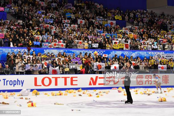Yuzuru Hanyu of Japan greets for fans In the men's Free Skating during day 2 of the ISU Grand Prix of Figure Skating NHK Trophy at Makomanai Ice...