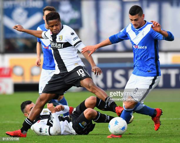 Yves Baraye of Parma Calcio competes for the ball whit Felipe Curcio of Brescia Calcio during the Serie B match between Brescia Calcio and Parma...