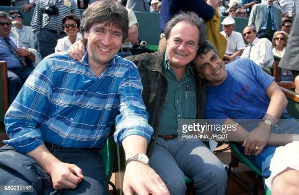 Yves Duteil Guy Béart et Enrico Macias dans une tribune du stade RolandGarros en juin 1995 à Paris France