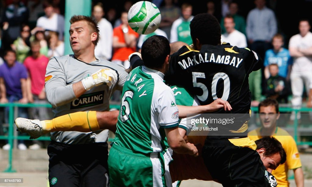Yves Ma-Kalambay and Ian Murray of Hibernian challenge Artur Boric and Jan Vennegoor of Hesselink of Celtic during the Scottish Premier League match between Hibernian and Celtic at Easter Road on May 17, 2009 in Edinburgh, Scotland.