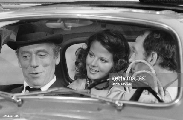 Yves Montand Agostina Belli et Claude Brasseur sur le tournage du film 'Le Grand Escogriffe' de Claude Pinoteau en juin 1976 à Rome Italie