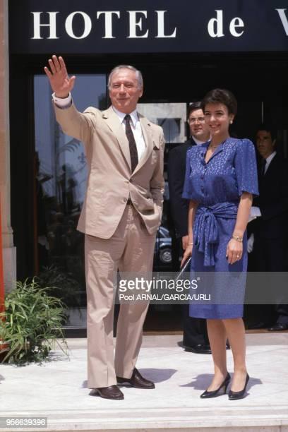 Yves Montand et sa femme Carole Amiel lors du Festival de Cannes en mai 1987 France