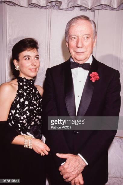 Yves Montand et sa femme Carole Amiel lors d'une soirée à Paris le 29 octobre 1990 France
