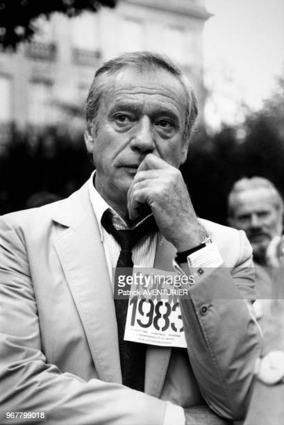 Yves Montand lors d'une manifestation pour le 15ème anniversaire de l'entrée des chars dans Prague Paris le 22 aout 1983 France