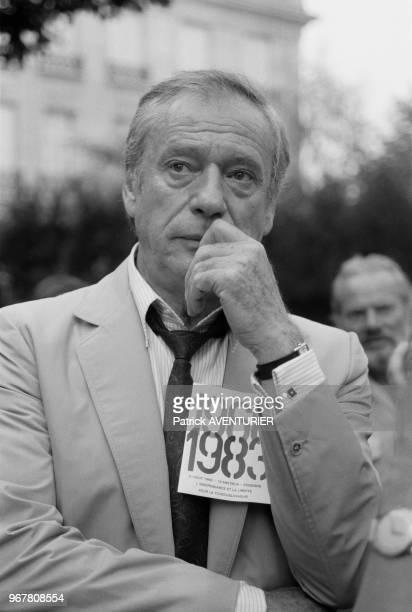 Yves Montand lors d'une manifestation pour marquer l'entrée des chars soviétiques à Prague Paris le 22 aout 1983 France