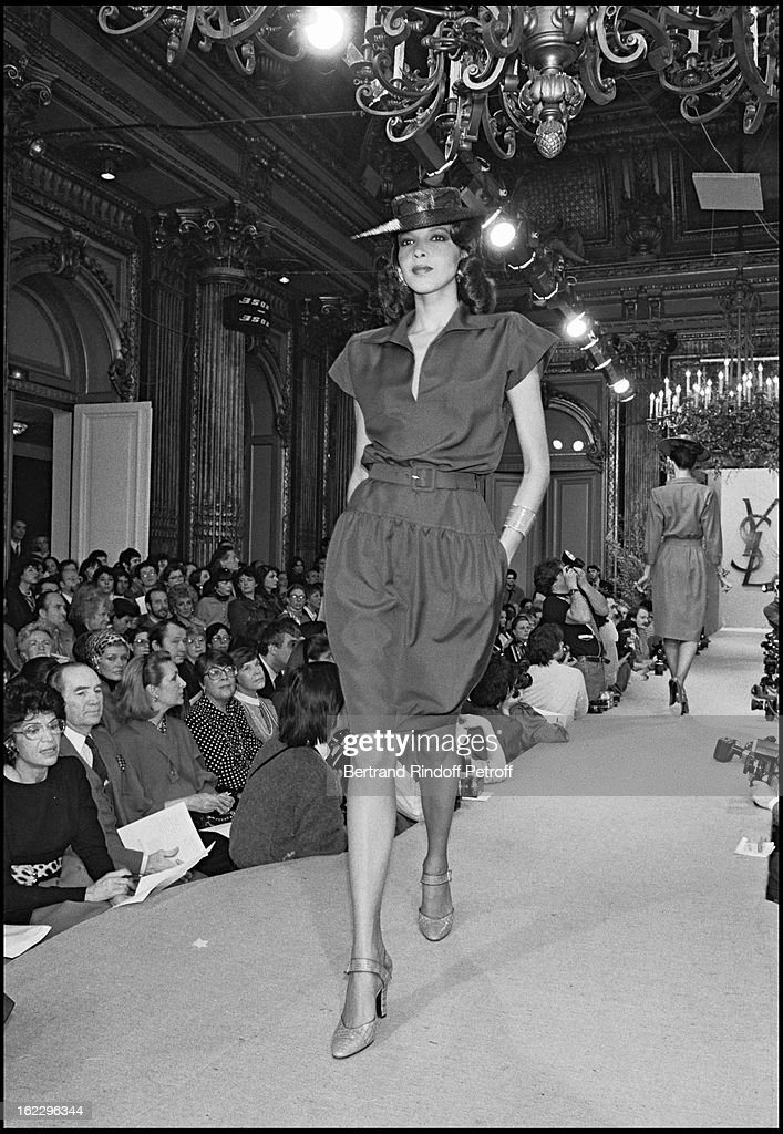 2638be5c680 Yves Saint Laurent 1987 Spring/Summer collection fashion show in ...