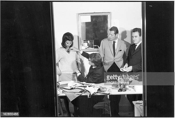 Yves Saint Laurent Establishes His Fashion House Paris Septembre 1961 Yves SAINT LAURENT lance sa propre maison de couture Ici dans l'atelier de la...