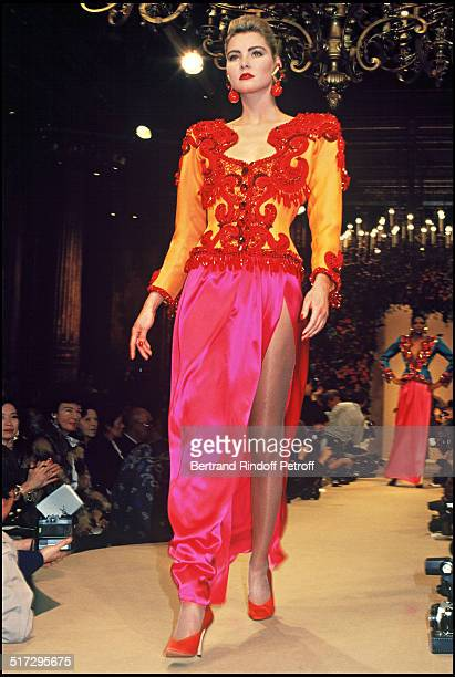 Yves Saint Laurent ready to wear fashion show Sping Summer 1989 collection