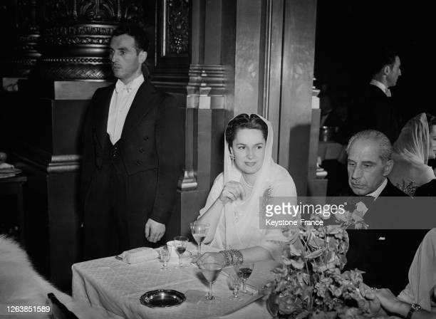 Yvette Labrousse, épouse du sultan Mohammed Chah, Aga Khan III, au 'Bal des petits lits blancs' à l'Opéra Garnier à Paris, en juin 1947, France.