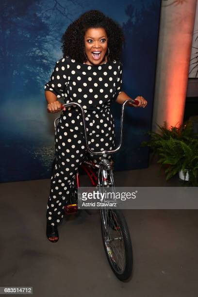 Yvette Nicole Brown attends the Entertainment Weekly and PEOPLE Upfronts party presented by Netflix and Terra Chips at Second Floor on May 15, 2017...