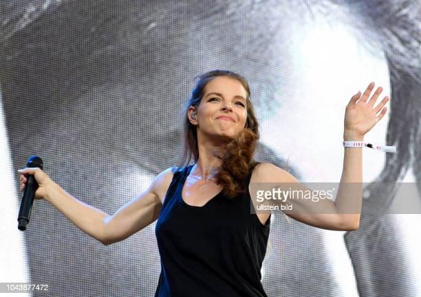 Yvonne Catterfeld ist eine deutsche Sängerin und Schauspielerin beim Peace x Peace FestivalDas Peace x Peace Festival ist ein Rock Indie Pop und...