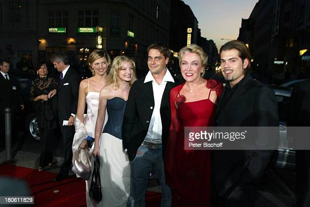 Yvonne Catterfeld Nina Bott Daniel Wiemer Lisa Riecken Daniel Fehlow Verleihung 'Goldene Henne 2002' Berlin Deutschland Europa 'Friedrichstadtpalast'...