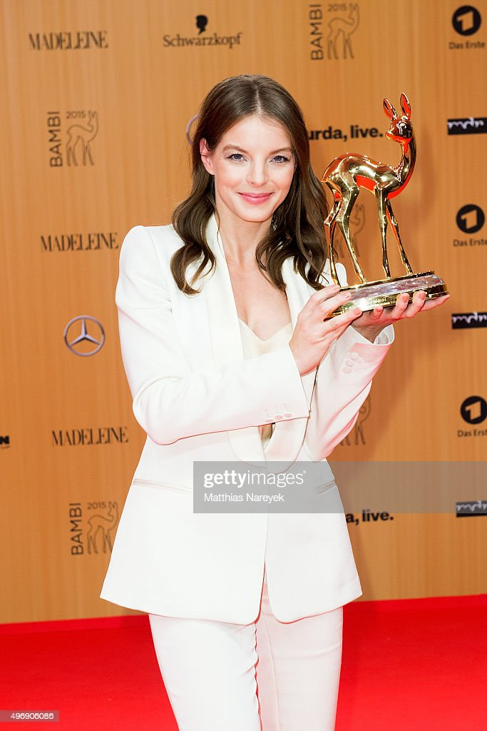 Yvonne Catterfeld poses at the Bambi Awards 2015 winners board at Stage Theater on November 12, 2015 in Berlin, Germany.