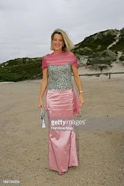 Yvonne Von Stempel Beim Empfang In Der Sansibar Am Abend Nach Der Kirchlichen Hochzeit Von Stich In Rantum Auf Sylt Am 110605