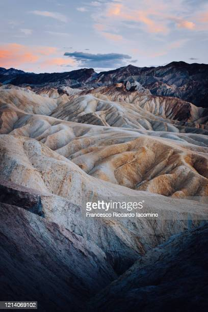 zabriskie point in death valley, california, usa - francesco riccardo iacomino united states foto e immagini stock