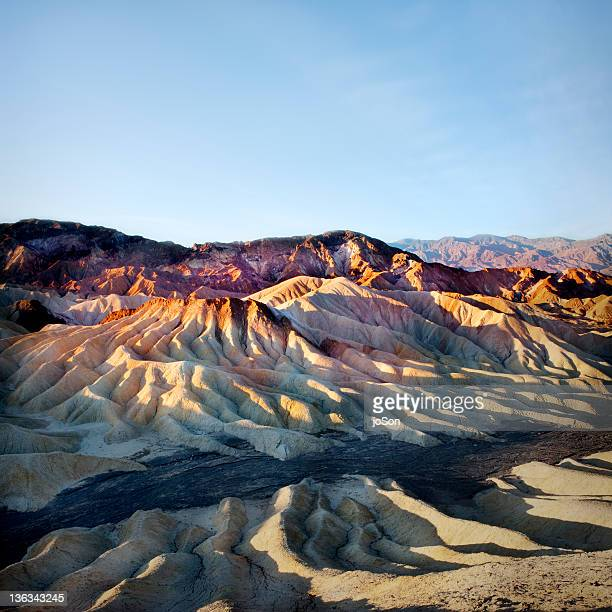 zabriskie point in death valley national park - death valley photos et images de collection