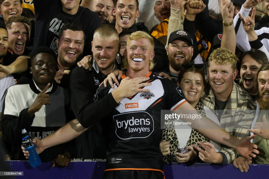 RUGBY: MAY 02 NRL Rd 8 - Dragons v Wests Tigers : News Photo