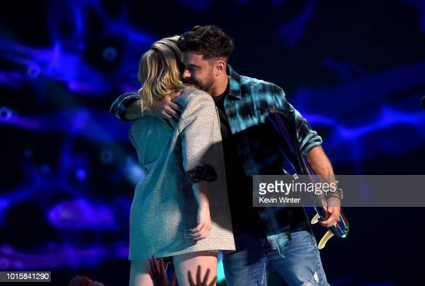 Zac Efron accepts the Choice Drama Movie Actor award for 'The Greatest Showman' from Chloë Grace Moretz onstage during FOX's Teen Choice Awards at...