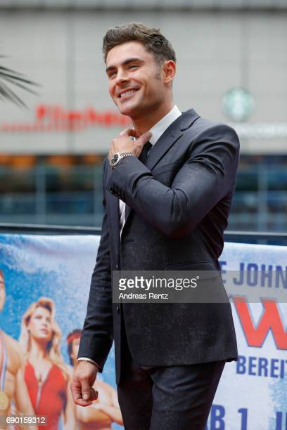 Zac Efron poses at the 'Baywatch' Photo Call at Sony Centre on May 30 2017 in Berlin Germany
