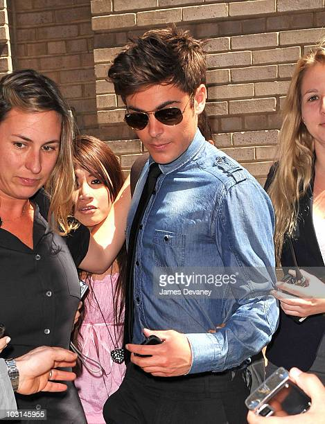 Zac Efron poses with fans outside his Manhattan hotel on July 27 200 in New York City