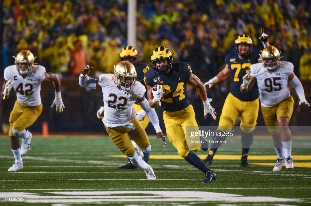 Notre Dame v Michigan : News Photo