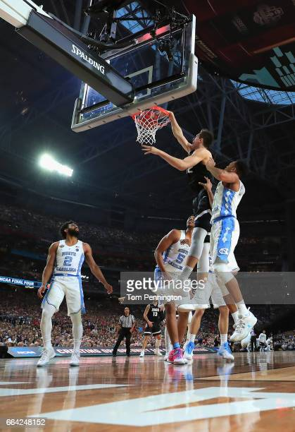 Zach Collins of the Gonzaga Bulldogs goes up for a dunk against Nate Britt of the North Carolina Tar Heels in the first half during the 2017 NCAA...
