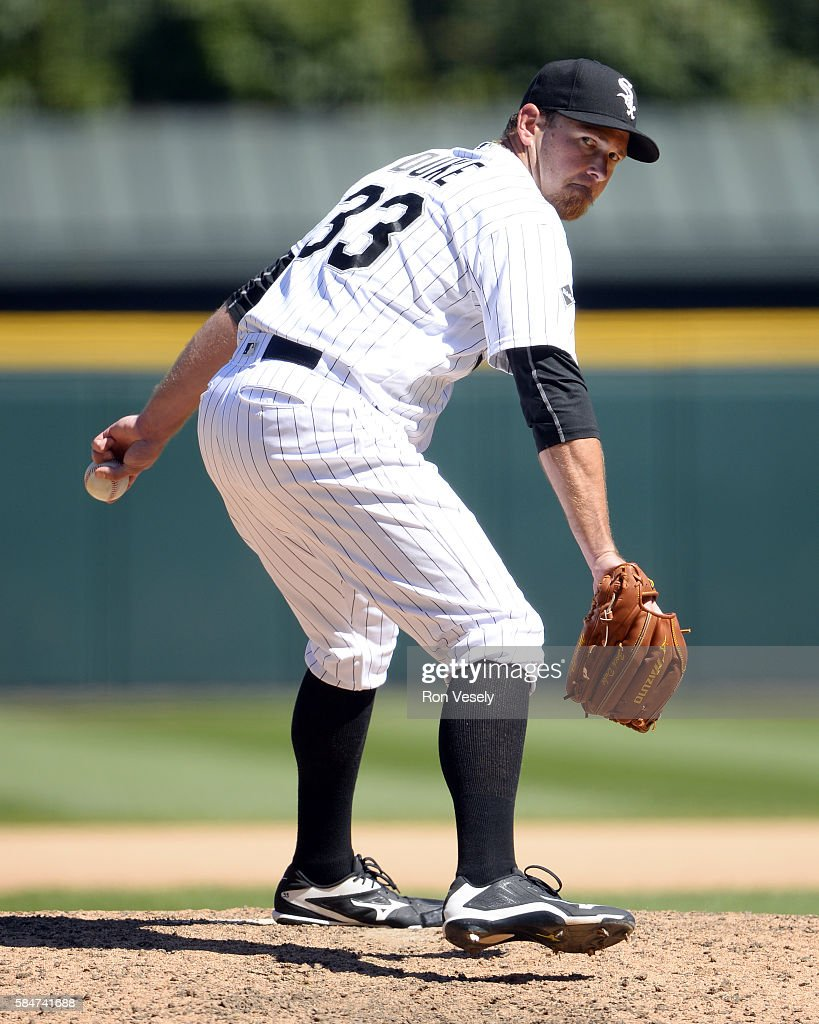 Zach Duke #33 of the Chicago White Sox pitches against the Atlanta Braves on July 9, 2016 at U.S. Cellular Field in Chicago, Illinois. The White Sox defeated the Braves 5-4.