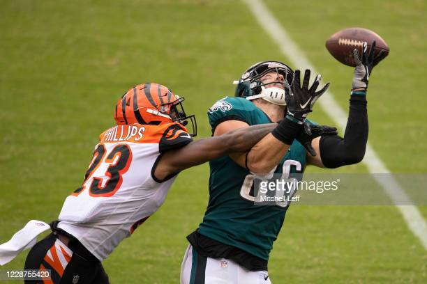 Zach Ertz of the Philadelphia Eagles catches a pass against Darius Phillips of the Cincinnati Bengals in the overtime at Lincoln Financial Field on...