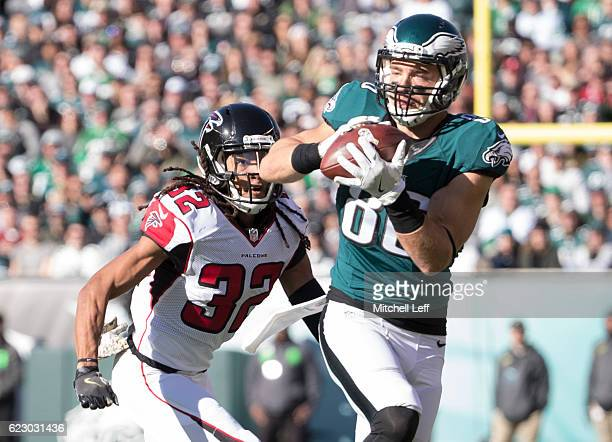 Zach Ertz of the Philadelphia Eagles catches a pass against Jalen Collins of the Atlanta Falcons in the first quarter at Lincoln Financial Field on...