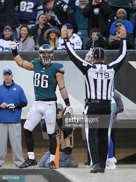 Zach Ertz of the Philadelphia Eagles celebrates his touchdown catch against the Dallas Cowboys during the third quarter of a game at Lincoln...