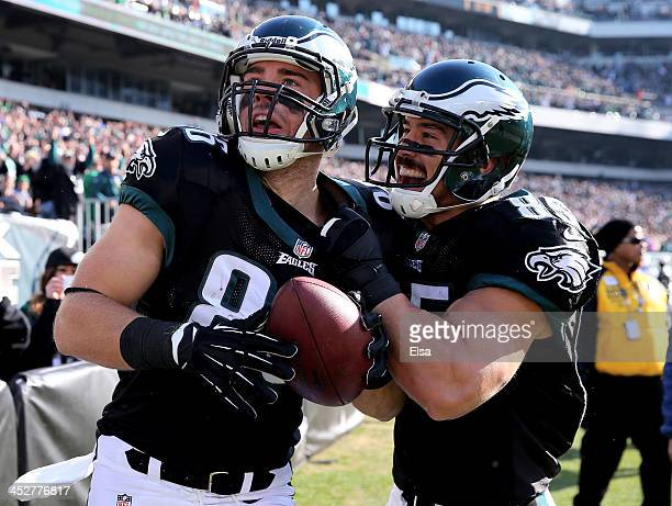Zach Ertz of the Philadelphia Eagles celebrates his touchdown with teammate James Casey in the first quarter against the Arizona Cardinals on...