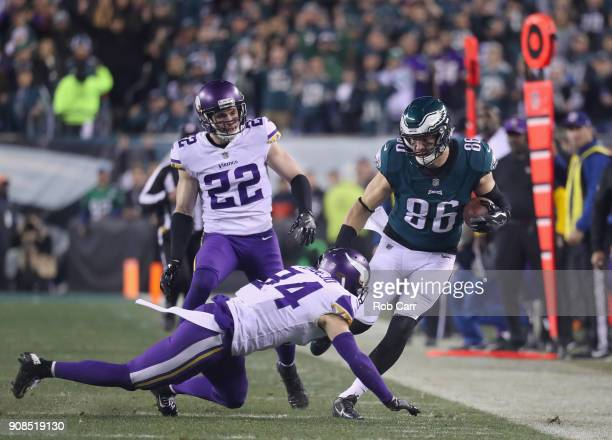 Zach Ertz of the Philadelphia Eagles looks to avoid the tackle attempt from Andrew Sendejo of the Minnesota Vikings during the second quarter in the...
