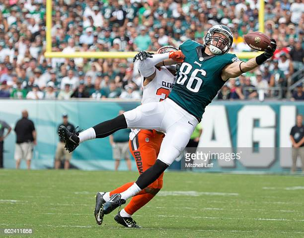 Zach Ertz of the Philadelphia Eagles makes a one handed catch against Jordan Poyer of the Cleveland Browns in the first quarter at Lincoln Financial...