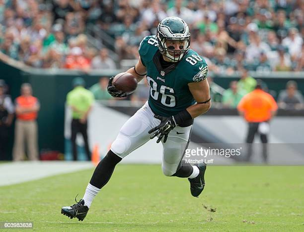 Zach Ertz of the Philadelphia Eagles plays against the Cleveland Browns at Lincoln Financial Field on September 11 2016 in Philadelphia Pennsylvania...