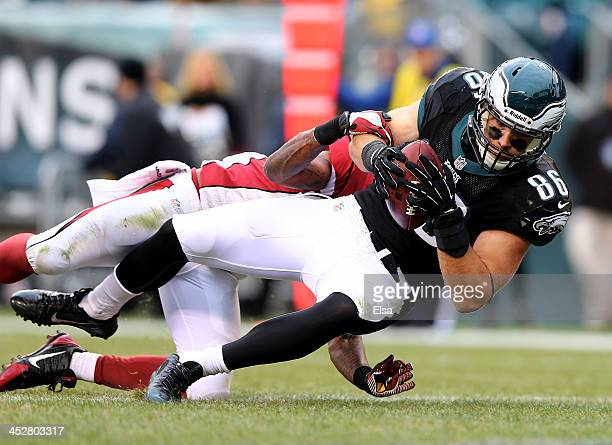 Zach Ertz of the Philadelphia Eagles scores a touchdown as Rashard Mendenhall of the Arizona Cardinals defends on December 1 2013 at Lincoln...