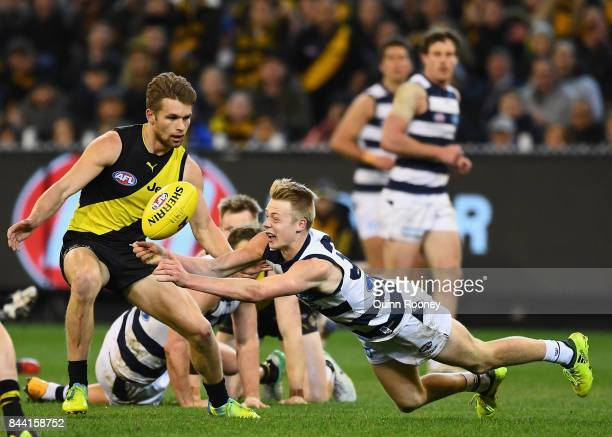 Zach Guthrie of the Cats handballs during the AFL Second Qualifying Final Match between the Geelong Cats and the Richmond Tigers at Melbourne Cricket...