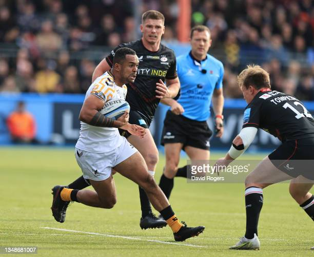 Zach Kibirige of Wasps breaks with the ball during the Gallagher Premiership Rugby match between Saracens and Wasps at StoneX Stadium on October 24,...