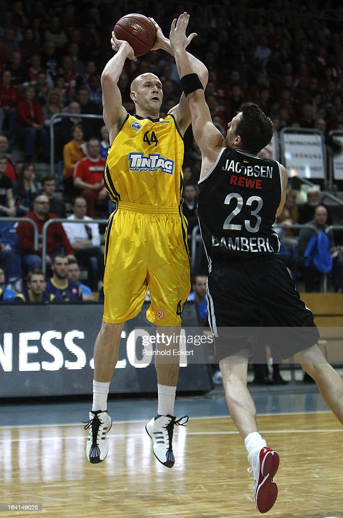 Zach Morley, #44 of Alba Berlin competes with Casey Jacobsen, #23 of Brose Baskets Bamberg during the 2012-2013 Turkish Airlines Euroleague Top 16 Date 12 between Brose Baskets Bamberg v Alba Berlin at Stechert Arena on March 20, 2013 in Bamberg, Germany.