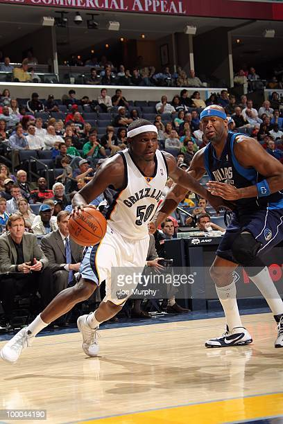 Zach Randolph of the Memphis Grizzlies drives to the basket against Erick Dampier of the Dallas Mavericks during the game at the FedExForum on March...
