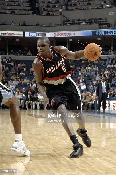 Zach Randolph of the Portland Trail Blazers drives to the basket on December 13 2006 at FedExForum in Memphis Tennessee NOTE TO USER User expressly...