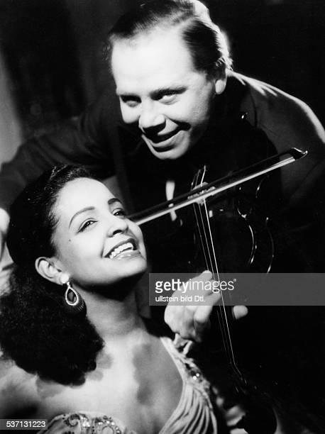 Zacharias Helmut Violinist D mit Mona Baptiste 1955 Fotograf Arthur Grimm