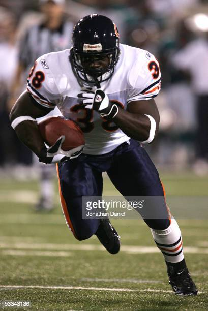 Zack Abron of the Chicago Bears runs for a fourth quarter touchdown against the Miami Dolphins during the NFL Hall of Fame preseason game at Fawcett...