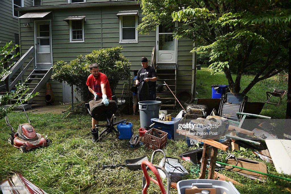 ELLICOTT CITY, MD - JULY 31:  Zack Dickerson, 29, red t-shirt,  : News Photo