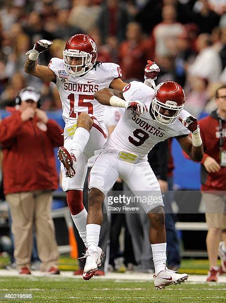 Zack Sanchez and Gabe Lynn of the Oklahoma Sooners celebrate against the Alabama Crimson Tide during the Allstate Sugar Bowl at the MercedesBenz...