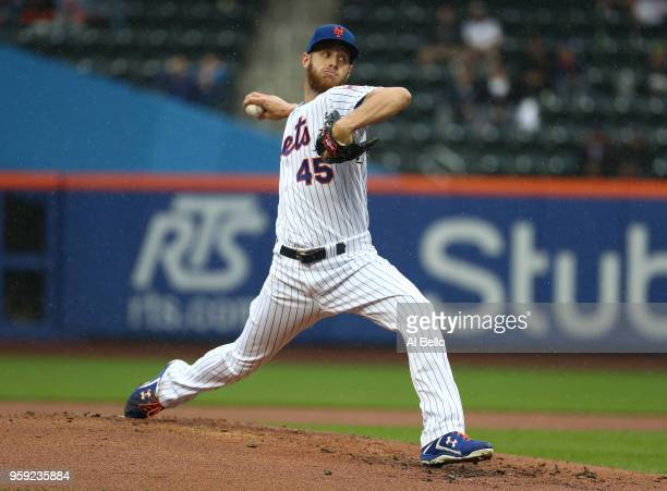 Zack Wheeler of the New York Mets pitches against the Toronto Blue Jays during their game at Citi Field on May 16 2018 in New York City