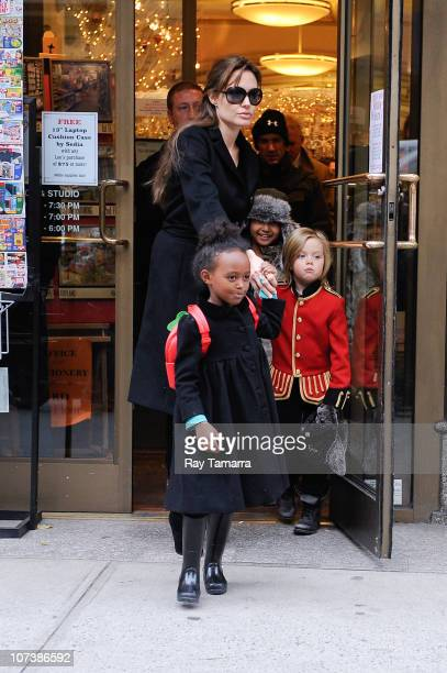 Zahara JoliePitt actress Angelina Jolie Maddox JoliePitt amd Shiloh JoliePitt leave Lee's Art Shop on December 7 2010 in New York City